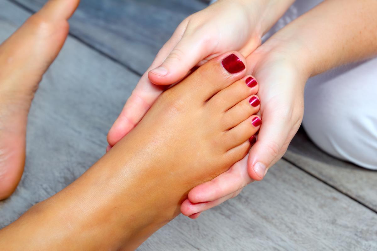 How To Heal Cracked Heels & Repair Dry Skin